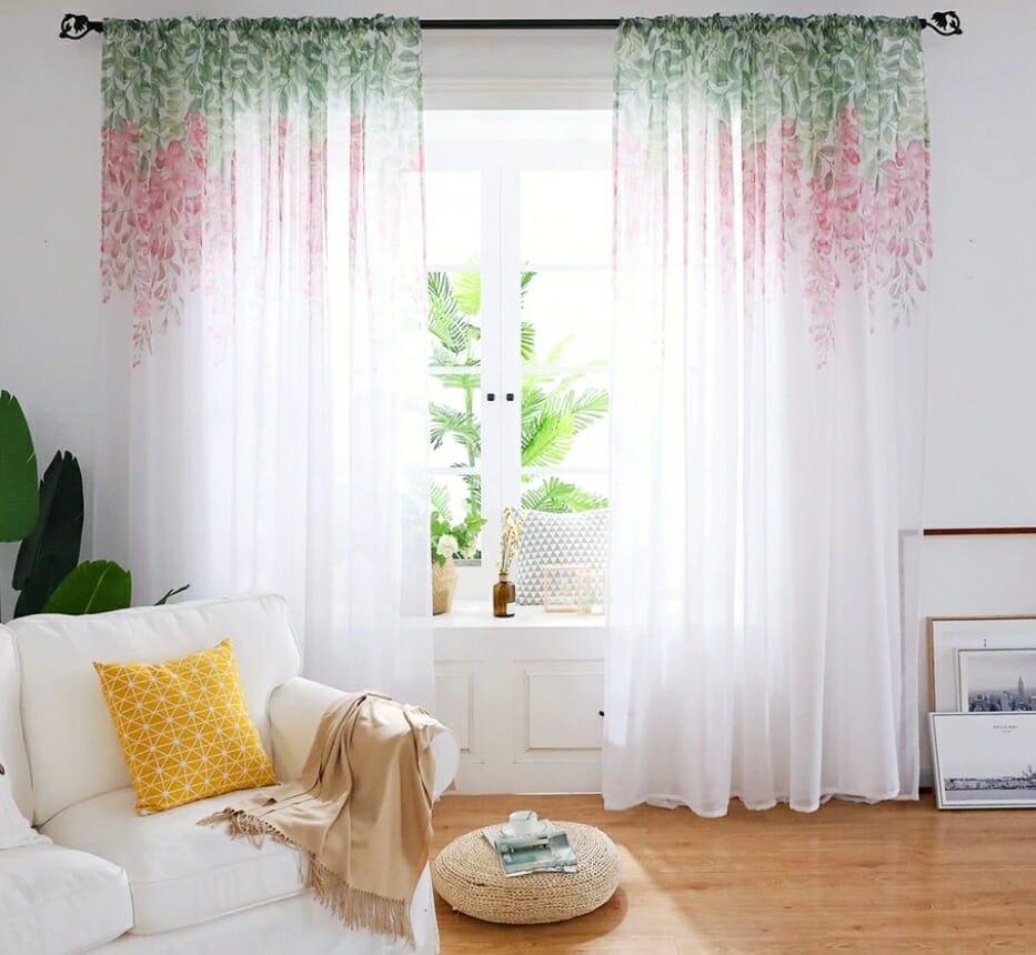 wiosenne dekoracje domu zasłony tiulowe na okno w kwiaty