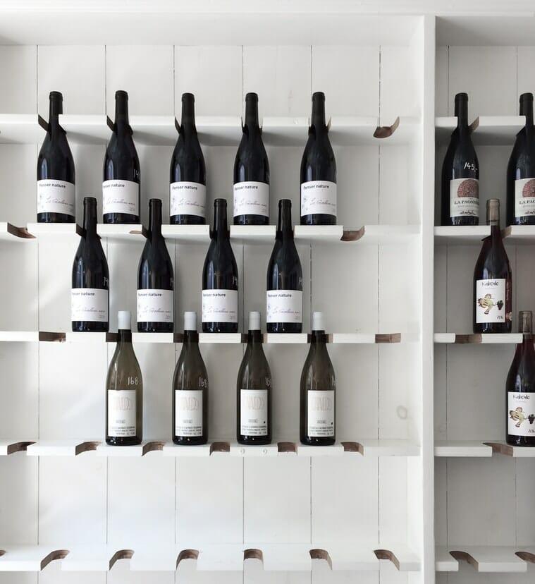 wino na  ścianie