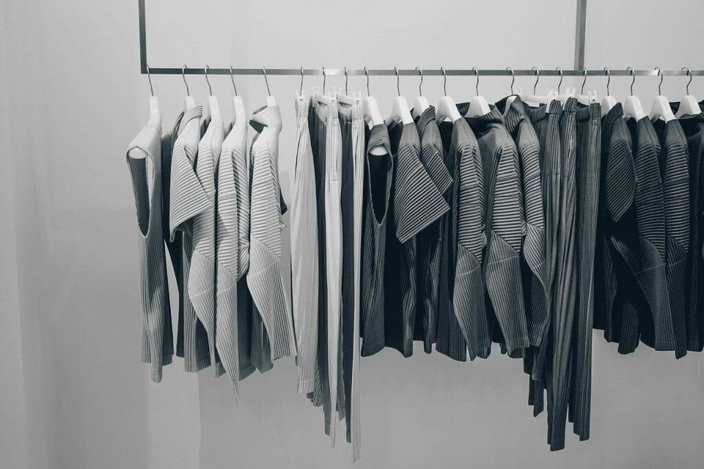 Jakie są rodzaje wieszaków na ubrania?