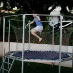 Jaka trampolina ogrodowa będzie najlepsza? Porady i ranking