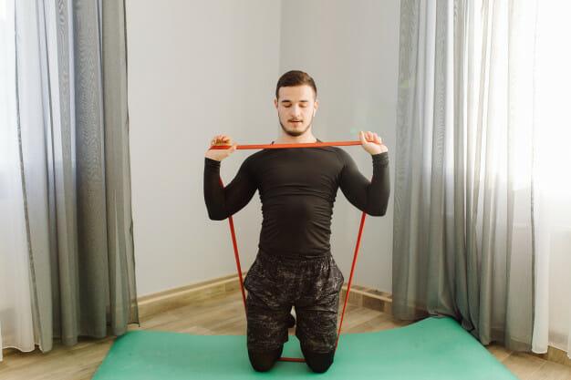Jak dobrać gumy do ćwiczeń? O rodzajach oporów