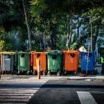Kosze do segregacji - jaki kosz do segregacji do domu i na zewnątrz wybrać?