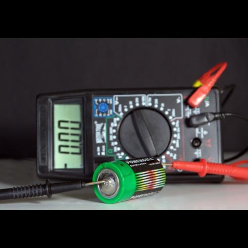 Jak sprawdzić baterię AA?