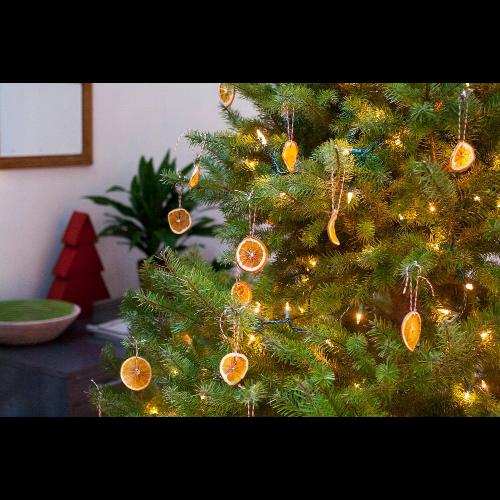 Ekologiczne bombki świąteczne z plastrów pachnącej pomarańczy